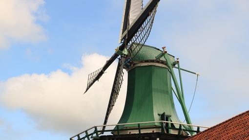 Energie alternative. Windmills of Zaanse Schans, near Amsterdam. The structures were - MyVideoimage.com | Foto stock & Video footage