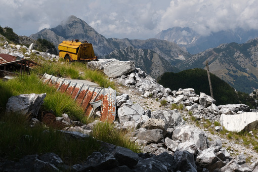 Environmental degradation. Environmental degradation in the mountains of Alta Versilia. Stock photos. - MyVideoimage.com | Foto stock & Video footage