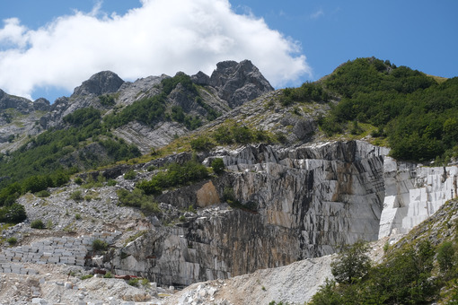 Environmental destruction. Destruction of the environment in a marble quarry in the Apuan Alps in Tuscany. Stock photos. - MyVideoimage.com | Foto stock & Video footage