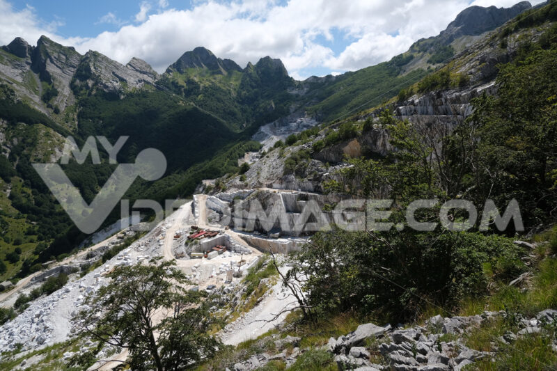 Environmental wounds in anatural park. Destruction of the environment in a marble quarry in the Apuan Alps in Tuscany. Stock photos. - MyVideoimage.com | Foto stock & Video footage