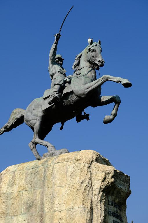 Equestrian statue of Giuseppe Garibaldi. - MyVideoimage.com | Foto stock & Video footage