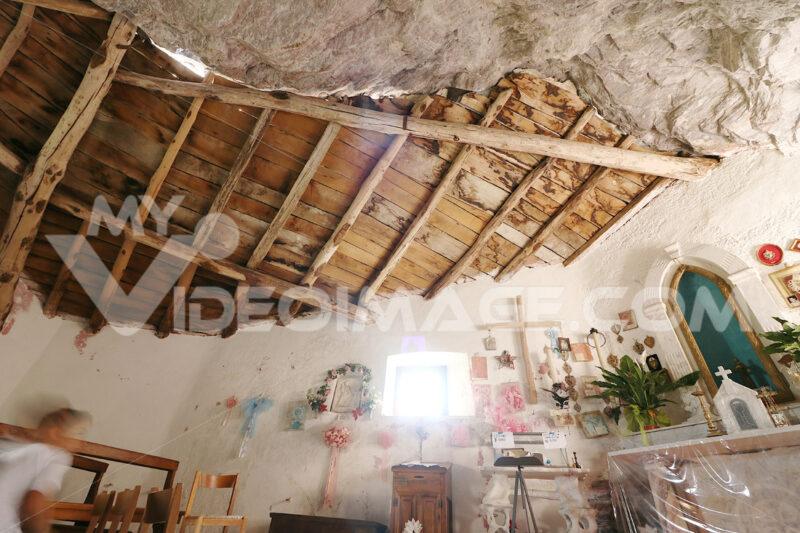 Eremo San Viviano. Garfagnana, Alpi Apuane. Garfagnana, Apuan Alps, Lucca, Tuscany. Italy. 08/28/2016. Hermitage of San Viviano - MyVideoimage.com | Foto stock & Video footage