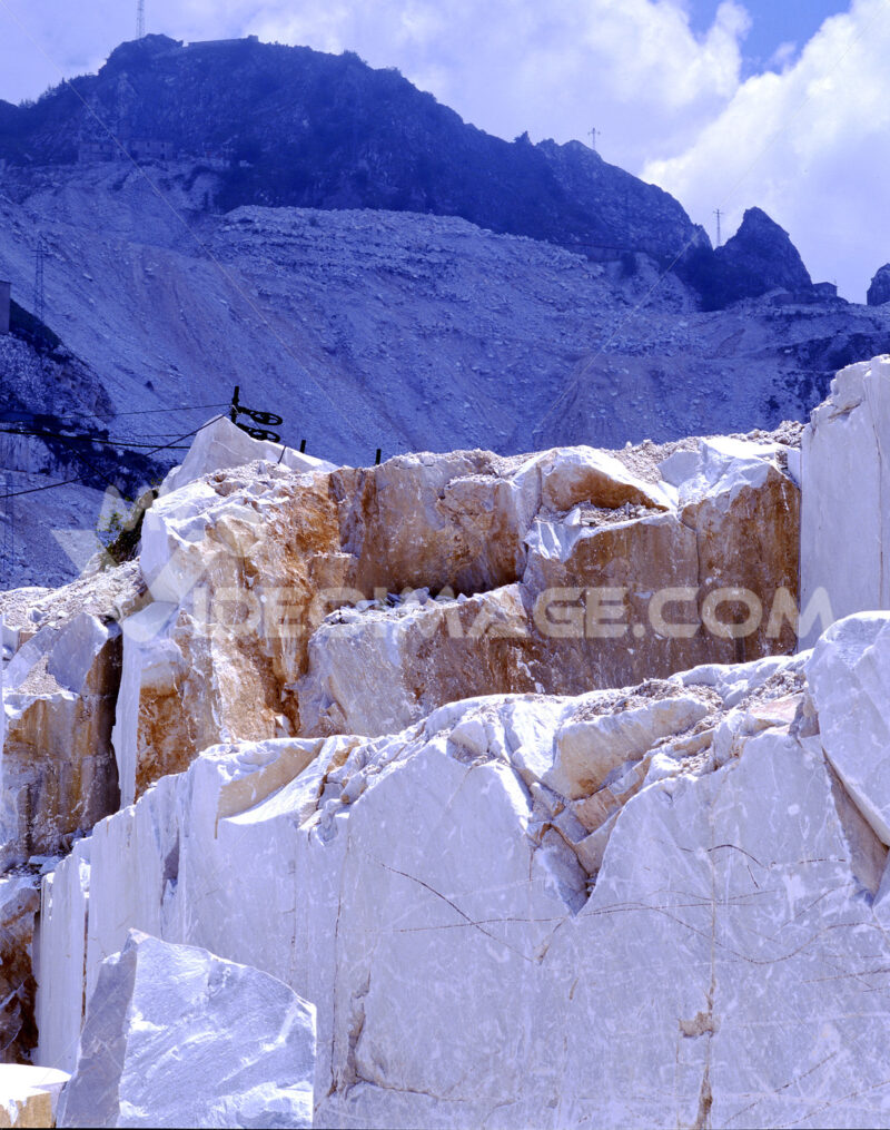 Excavation of marble. Carrara, white marble quarries on the Apuan Alps. Cave di marmo. - MyVideoimage.com | Foto stock & Video footage