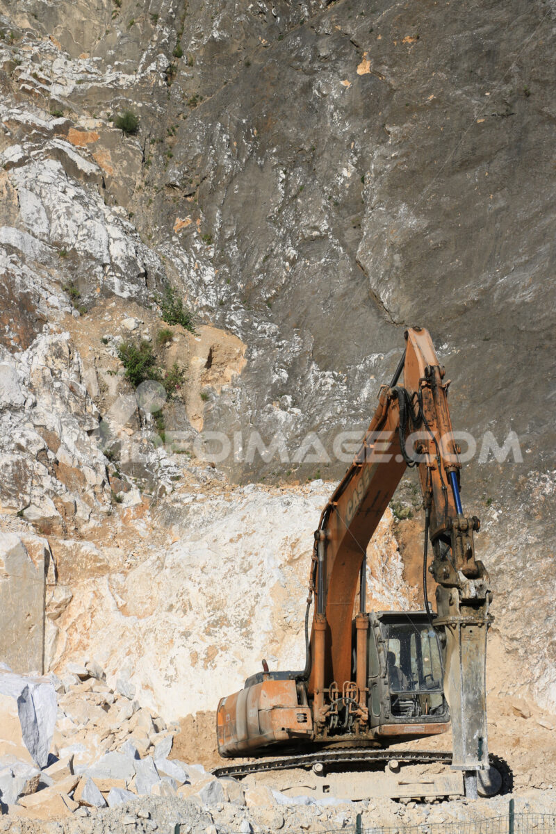 Excavator with demolition hammer in a Carrara marble quarry. A l - MyVideoimage.com