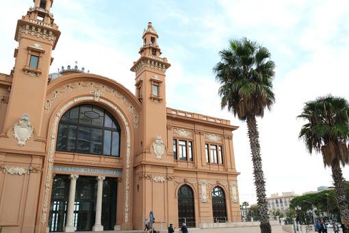 Facade of the Margherita theater in Bari. Foto Bari photo.