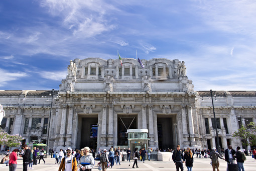 Facade of the central station of Milan. Piazza Duca d' Foto Stazione. Station photo