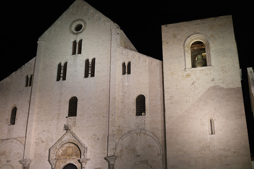 Façade of the church of San Nicola in Bari in limestone. Shooting with night light. Foto Bari photo.