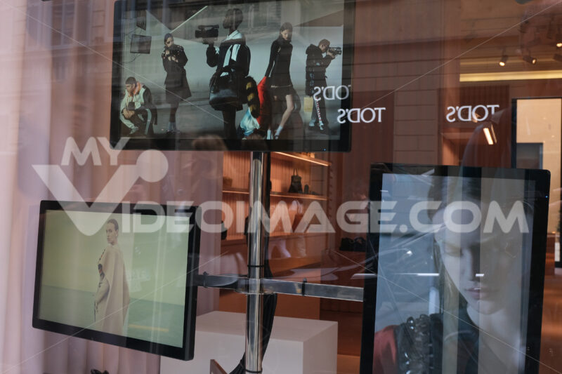 Fashion boutique with shop windows on Via Montenapoleone in Mila - MyVideoimage.com