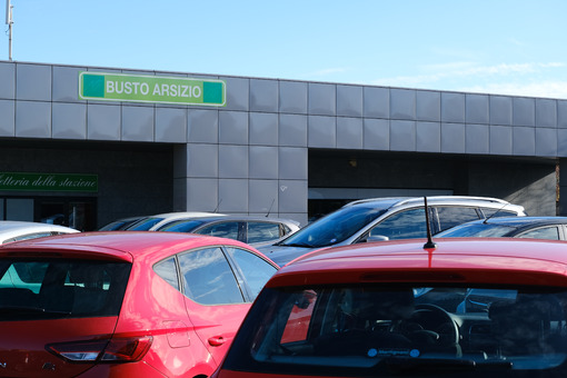 Ferrovie Nord Milano railway station in Busto Arsizio. First floor with parking of cars. Foto automobili. Cars photos.
