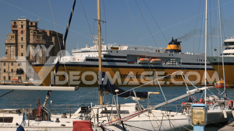 Ferry boat anchored in the port of Livorno. In the foreground nu - MyVideoimage.com