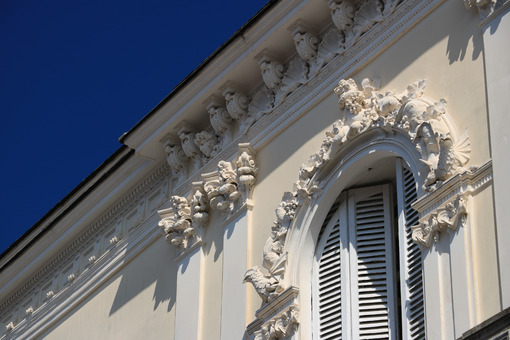 Floral decorations in a Mediterranean-style building in Forio, o - MyVideoimage.com