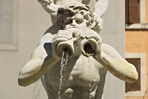 Fontana del Moro in Piazza Navona in Rome. Roma foto. - MyVideoimage.com