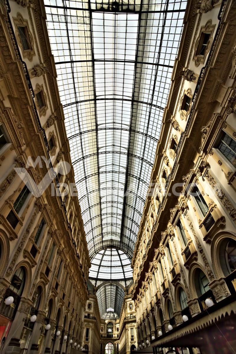 Galleria Vittorio Emanuele II of Milan. Foto stock royalty free. - LEphotoart.com