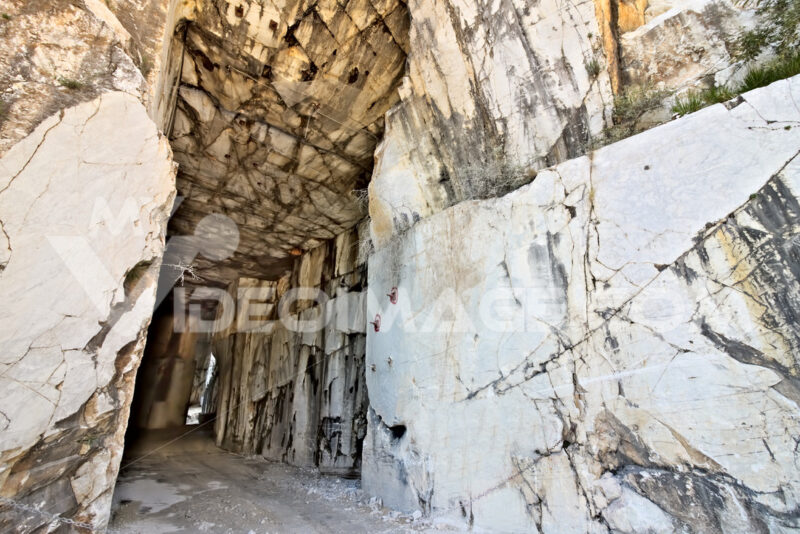 Gallery quarry Carrara. White Carrara marble quarry made in the gallery. Stock photo royalty free. - MyVideoimage.com | Foto stock & Video footage