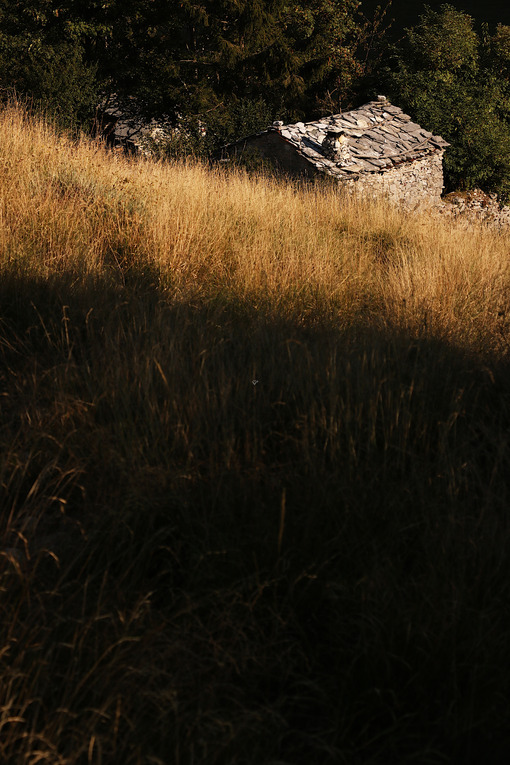 Garfagnana Italy. Garfagnana, Campocatino, Apuan Alps, Lucca, Tuscany. Italy. Small house in stone and white marble stones - MyVideoimage.com   Foto stock & Video footage