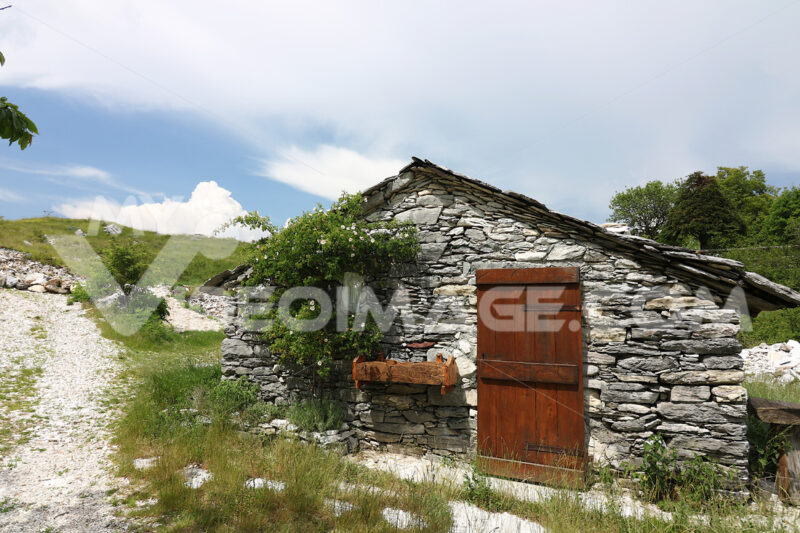 Garfagnana village. Houses in stone and white marble stones. Garfagnana, Campocatino, Apuan Alps, Lucca, Tuscany. Italy. - MyVideoimage.com | Foto stock & Video footage
