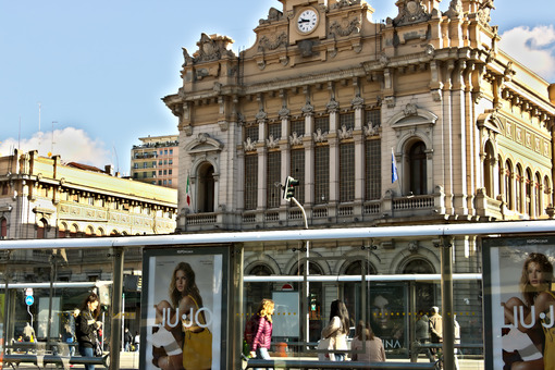 Genoa Brignole station. - MyVideoimage.com | Foto stock & Video footage