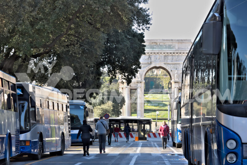 Genoa, Italy. 04/05/2019. Bus station. - MyVideoimage.com | Foto stock & Video footage