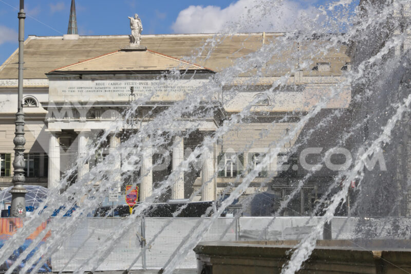 Genoa, Italy. 04/05/2019.   Facade of the Carlo Felice Theater - MyVideoimage.com | Foto stock & Video footage