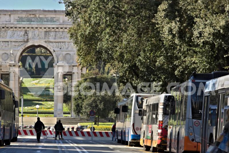 Genoa bus station. - MyVideoimage.com | Foto stock & Video footage