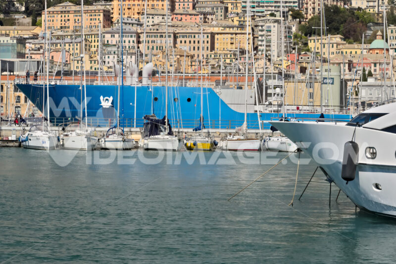 Genoa. Ancient port and the buildings. - MyVideoimage.com | Foto stock & Video footage