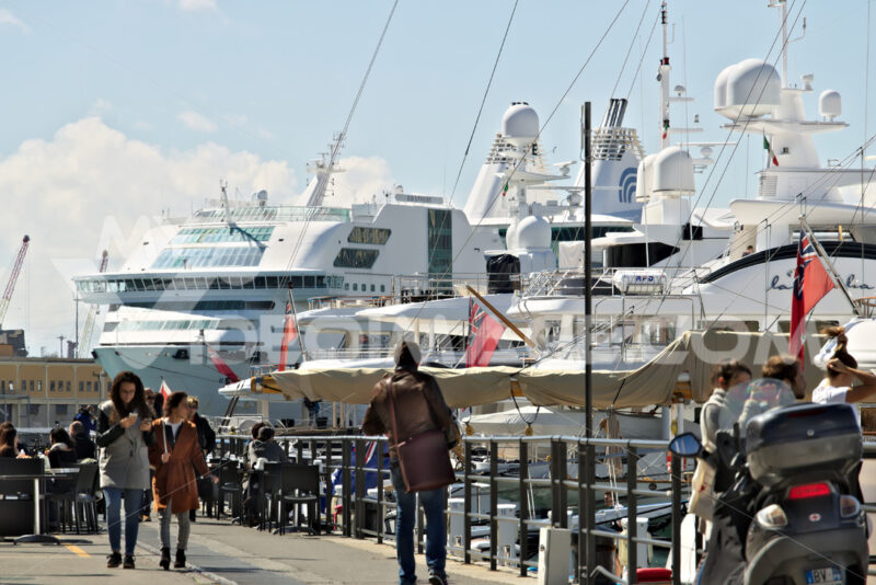 Genoa. Ancient port with people and ship - MyVideoimage.com | Foto stock & Video footage