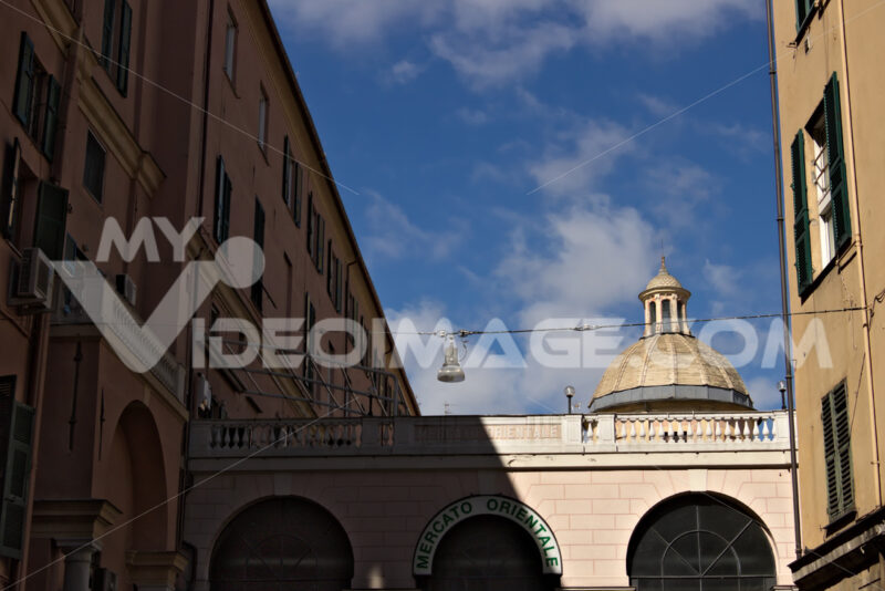 Genoa. The eastern market. - MyVideoimage.com | Foto stock & Video footage