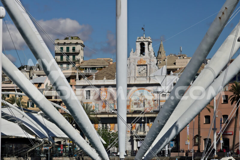 Genoa. The upper road and the BIGO. - MyVideoimage.com | Foto stock & Video footage