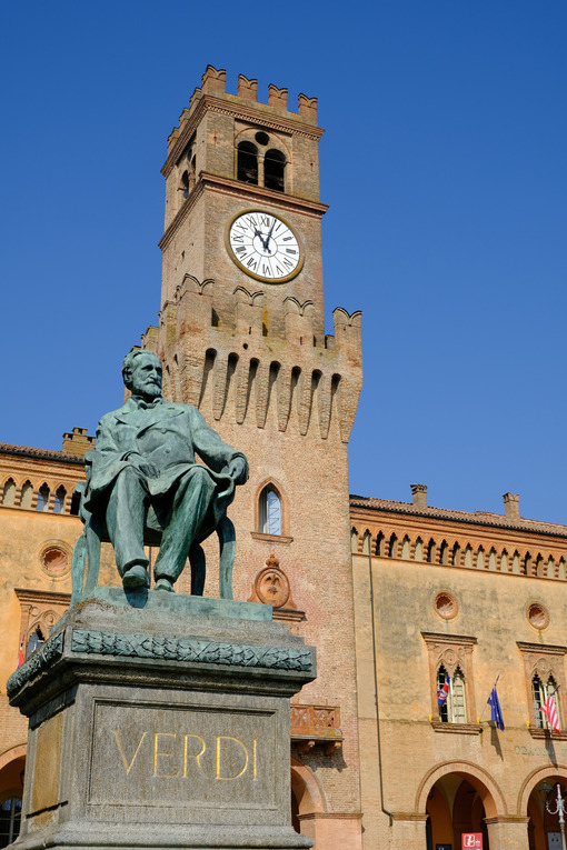 Giuseppe Verdi monument in Busseto. Monument to the Italian composer Giuseppe Verdi. Stock photos. - MyVideoimage.com | Foto stock & Video footage