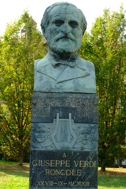 Giuseppe Verdi portrait. Giuseppe Verdi, bronze bust of the composer. Stock photos. - MyVideoimage.com | Foto stock & Video footage
