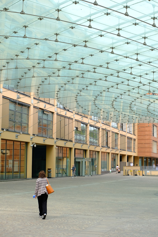 Glazed square with people walking. - MyVideoimage.com | Foto stock & Video footage