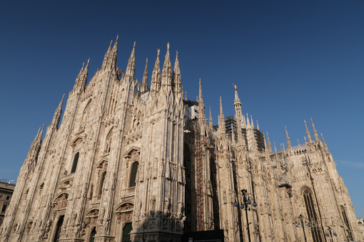 Gothic facade of Milan cathedral in white marble with spiers. Photo stock royalty free. - LEphotoart.com