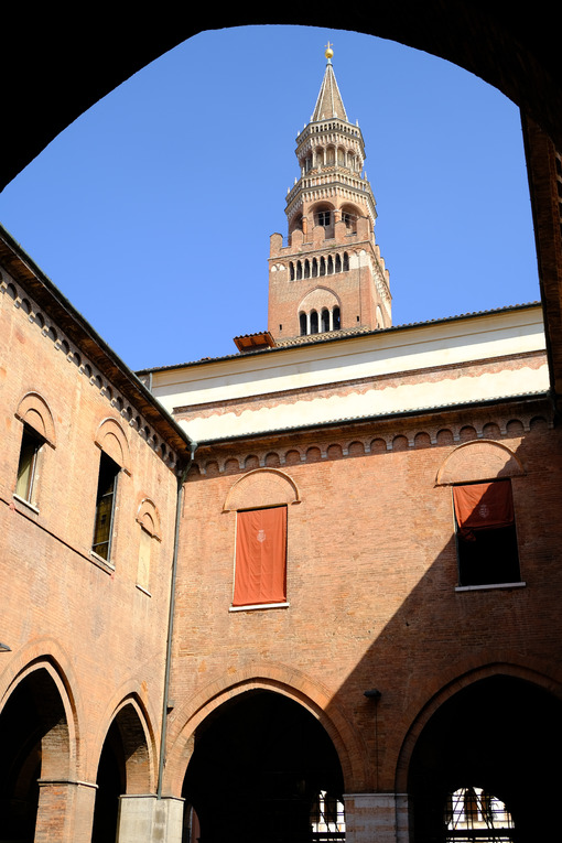 Gothic mansion in Cremona. Gothic mansion built in brick. Stock photos. - MyVideoimage.com | Foto stock & Video footage