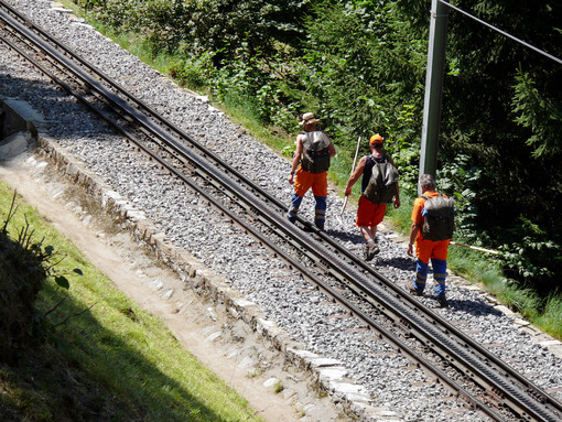 Grindelwald, Switzerland. 08/07/2009. Workers controlling the rail. Ferrovia. Foto Svizzera. Switzerland photo