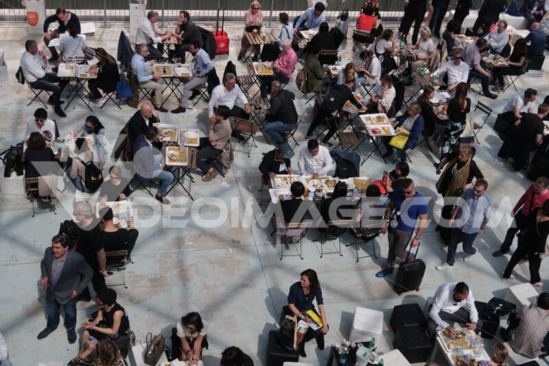 Groups of people seen from above at the trade fair in Milan. - LEphotoart.com