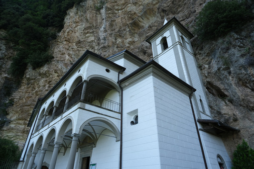 Hermitage of Calomini on the Tuscan mountains of the Apuan Alps, in Garfagnana. - MyVideoimage.com | Foto stock & Video footage