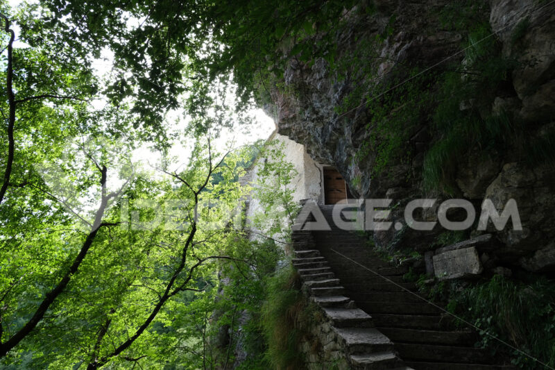 Hermitage of San Viviano in the Tuscan mountains of the Apuan Alps in Garfagnana. - MyVideoimage.com | Foto stock & Video footage