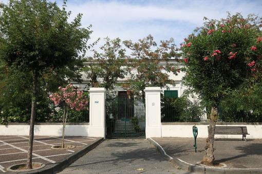 House gate of a Mediterranean style villa. - MyVideoimage.com