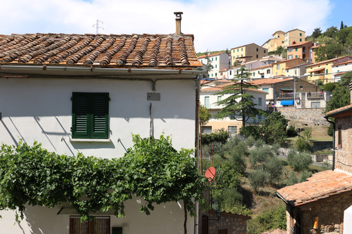 House in the town of Montecerboli, Near Larderello. A typical Tu - MyVideoimage.com
