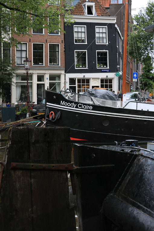 Houseboats and boats in an Amsterdam canal. Boats converted into - MyVideoimage.com
