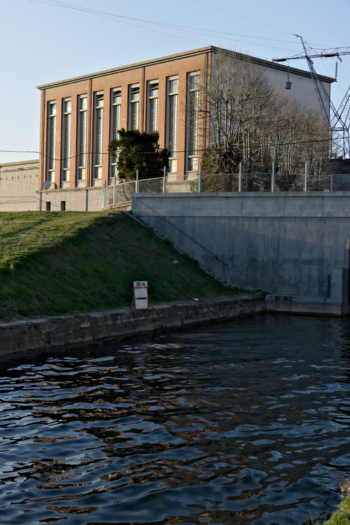 Hydroelectric power station located along the Naviglio Grande - MyVideoimage.com