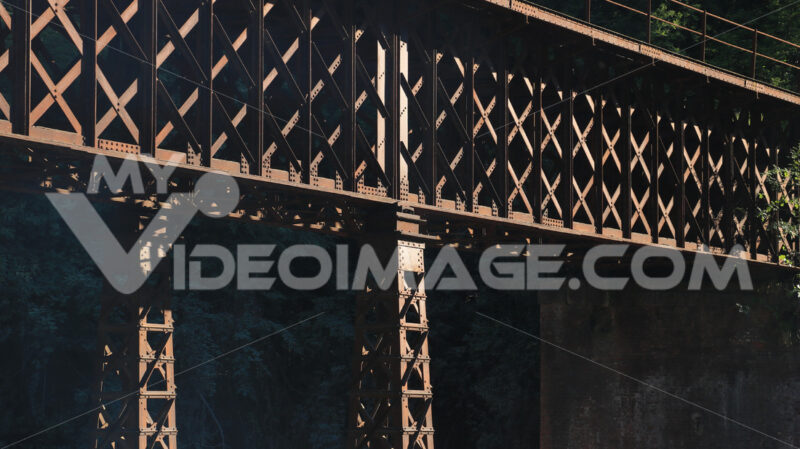 Iron bridge. Iron bridge with reticular structure. The bridge was part of the - MyVideoimage.com | Foto stock & Video footage