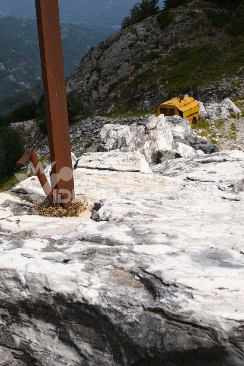 Iron pole. Iron pole stuck in a block of white marble in the quarries. Stock photos. - MyVideoimage.com | Foto stock & Video footage