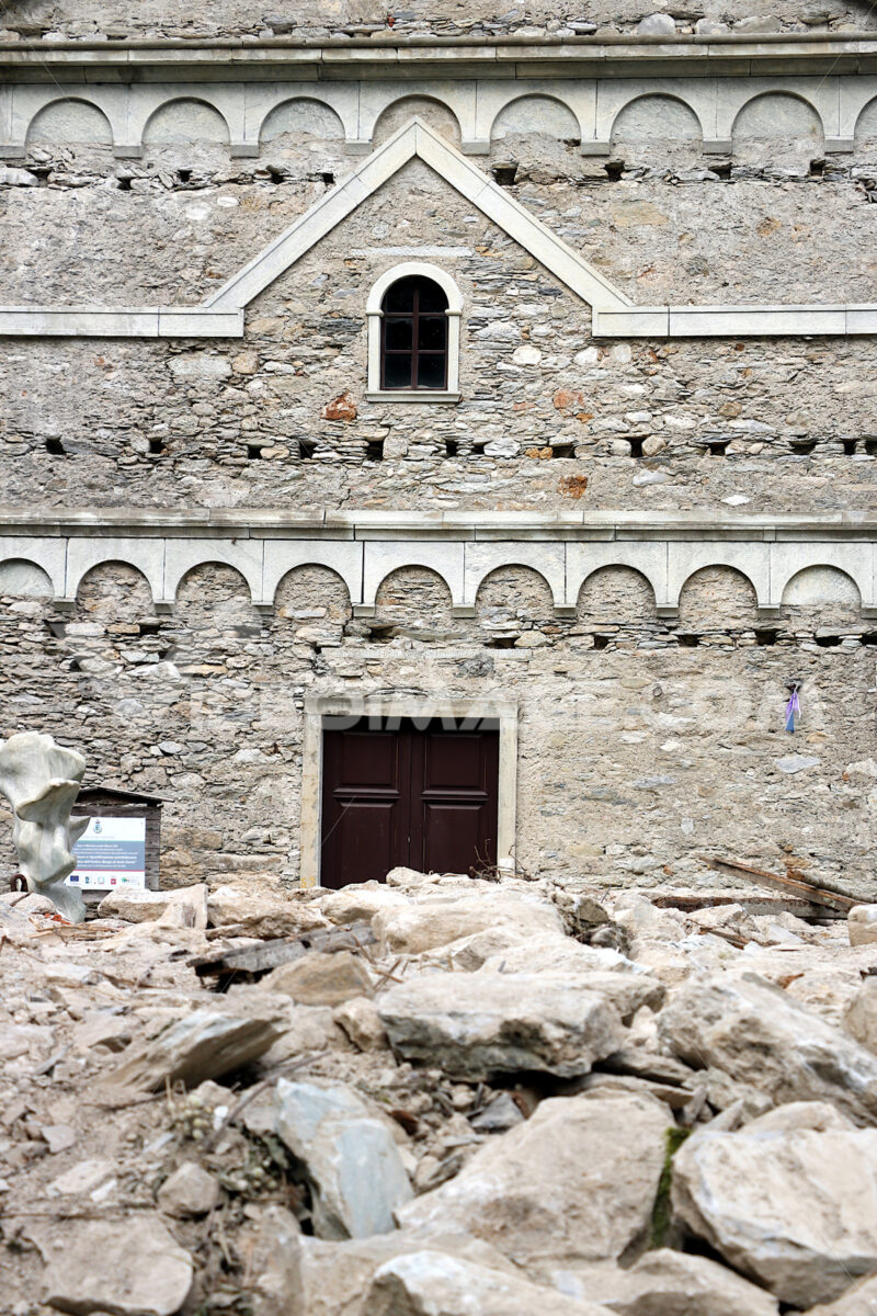 Isola Santa, Garfagnana, Apuan Alps, Lucca, Tuscany. Italy.  07/09/2017. Church of the ancient country. - MyVideoimage.com   Foto stock & Video footage