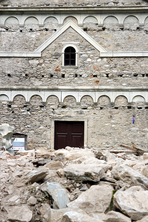 Isola Santa, Garfagnana, Apuan Alps, Lucca, Tuscany. Italy.  07/09/2017. Church of the ancient country. - MyVideoimage.com | Foto stock & Video footage