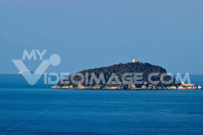 Isola del Tino and in the distance the Oasis of the Seas cruise ship. - MyVideoimage.com