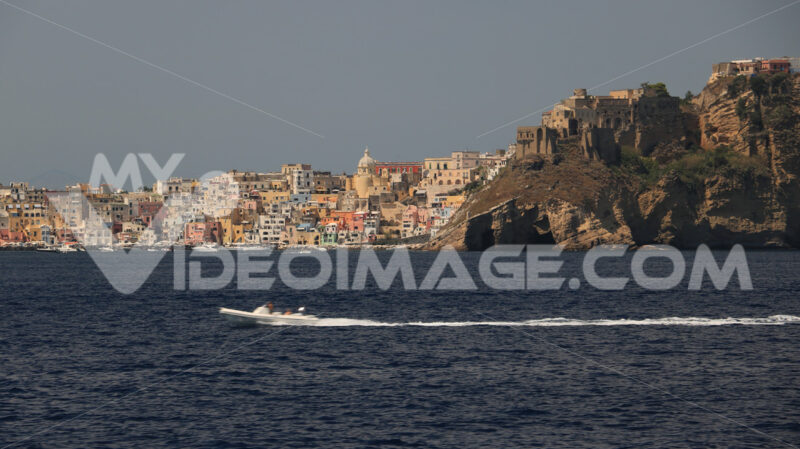 Isola di Procida. The island of Procida seen from the sea. The village of Corricel - MyVideoimage.com | Foto stock & Video footage