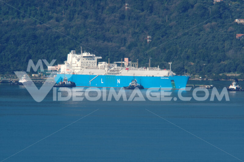 LNG Global Energy LNG carrier transports methane to the Panigaglia regasification plant in La Spezia. Refueling also occurs during the general freeze period due to Coronavirus. - MyVideoimage.com