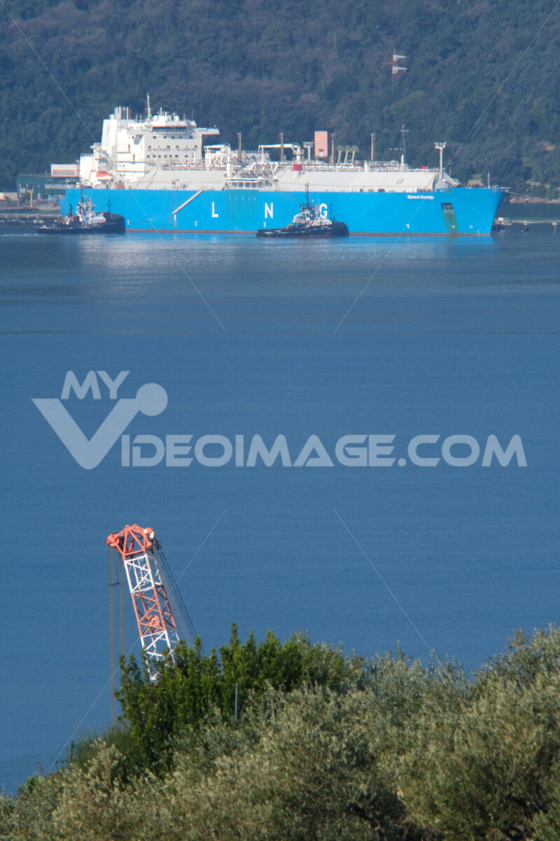 LNG Global Energy LNG carrier transports methane to the Panigaglia regasification plant in La Spezia. Refueling also occurs during the general freeze period due to Coronavirus. - LEphotoart.com