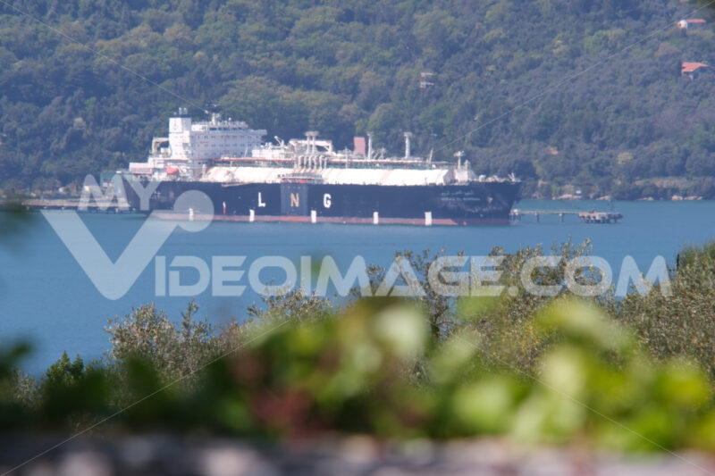 LNG Global Energy carrier transports to the Panigaglia regasification plant. A transport ship can be seen in the distance at La Spezia. Foto navi. Ships photo.